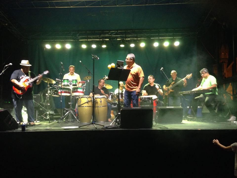 fuze-band-perform